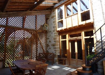 Espace d'accueil et de repas extérieur à Manaska