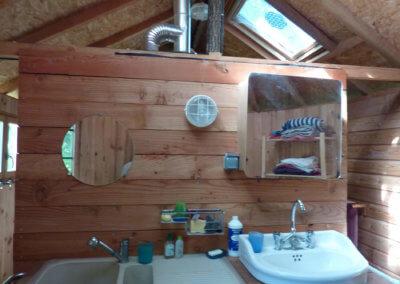 Salle d'eau du camping au coeur des bois à Manaska Haute Garonne