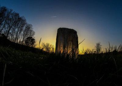 Le cercle de pierre au coucher du soleil à Manaska