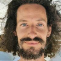 Yogi Atman enseigne le yoga à Montbrun-Bocage