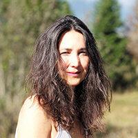 Caroline Rousset professeur de yoga du cachemire